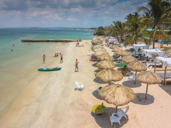 Albitours,pasadia tierra bomba, palmarito beach, playa palmarito beach, turismo en cartagena, isla tierra bomba, cartagena 2