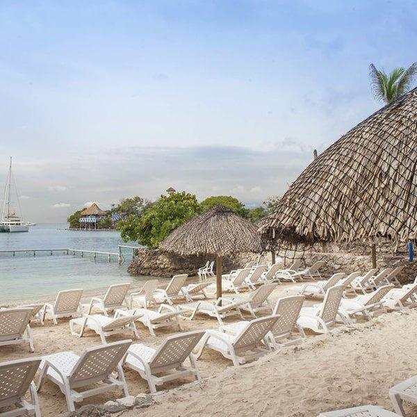 Albitours-pasadia-isla-del-sol-isla-del-rosario-isla-del-sol-hotel-isla-del-sol-pasadia-isla-del-sol-islas-del-rosario-turismo-en-cartagena-cartagena